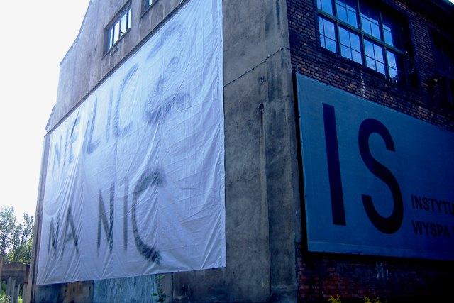 Elżbieta Jabłońska, NIE LICZ NA NIC, baner na fasadzie IS Wyspa, 2008 fot. G.K
